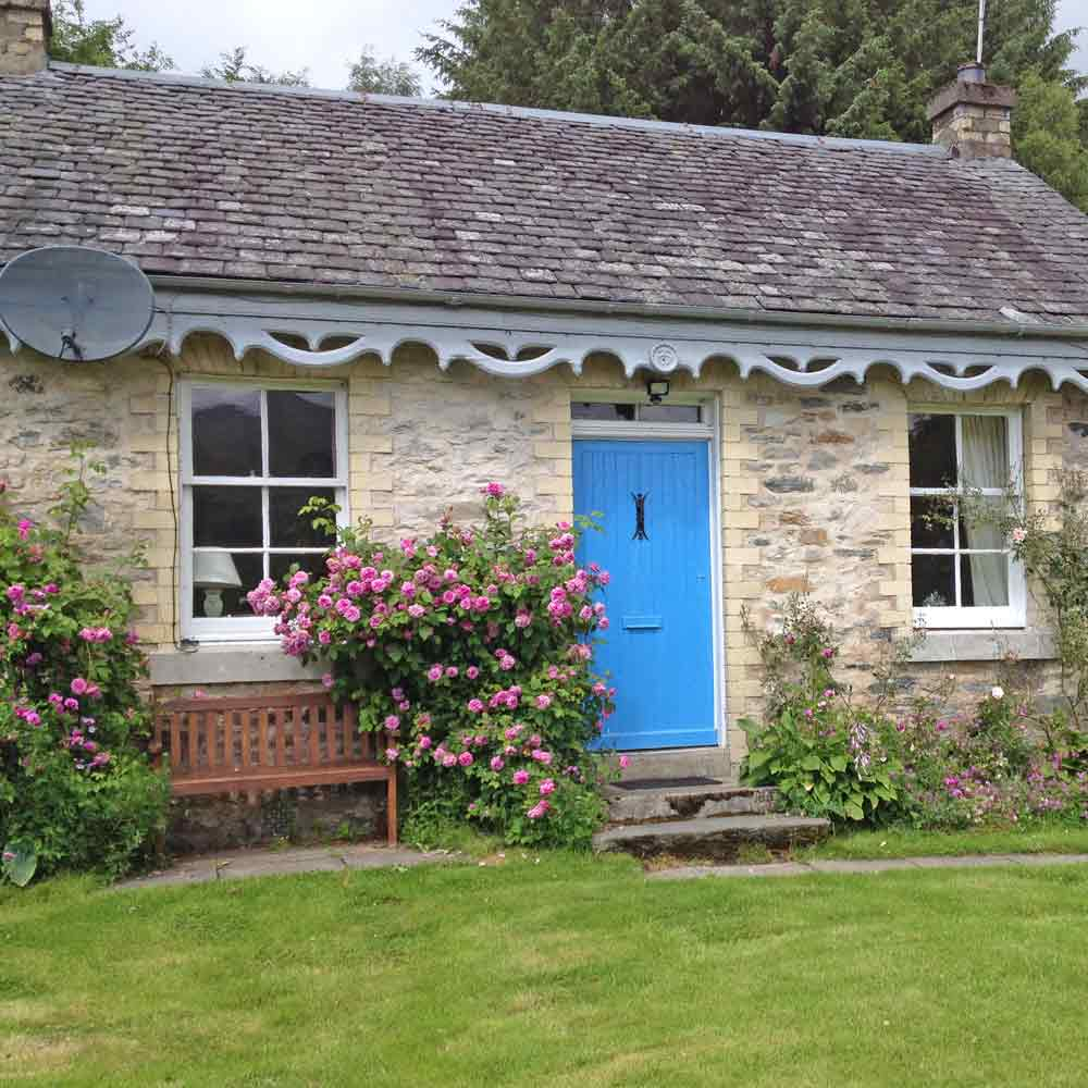 A very pretty stone holiday cottage with roses at the door. It enjoys a elevated position with dramatic panoramic view over the glen to Schiehallion.
